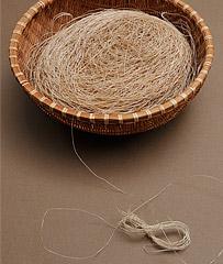 紡いだ糸の写真