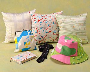 鶴岡シルクの製品各種の写真