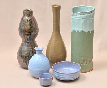 「新庄東山焼」とっくり、花瓶、お猪口などの写真
