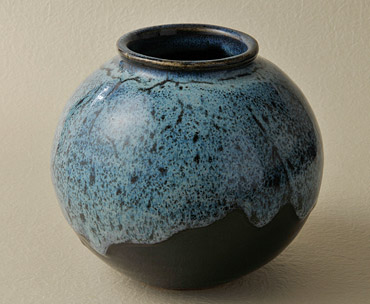 成島焼壺の写真