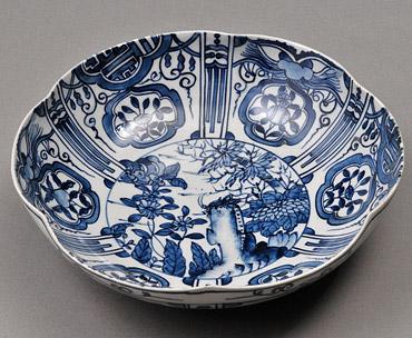 上の畑焼大皿「染付芙蓉手輪花鉢」の写真
