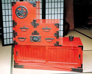 米沢箪笥「階段箪笥、和茶箪笥」の写真