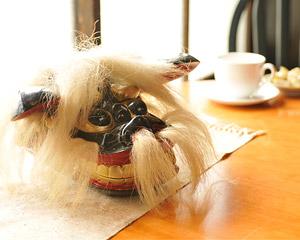 黒獅子頭の置物の写真