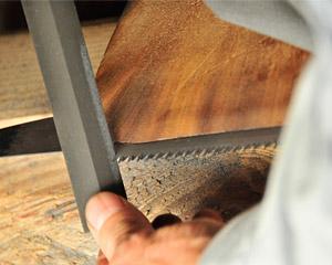刃を削る作業の写真