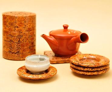 桃の実工芸品「茶道具」の写真